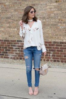 Блузка с цветами нежная
