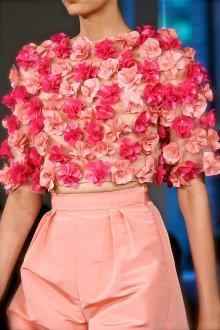 Блузка с цветами объемными