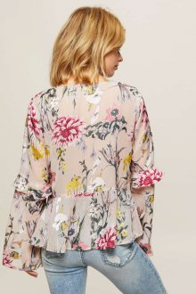 Блузка с цветами и оборками