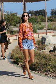 Блузка с цветами оранжевая