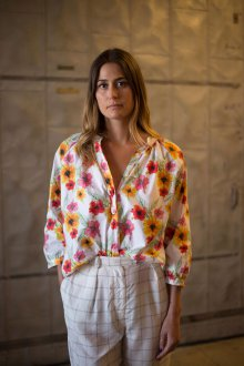 Блузка с цветами оверсайз