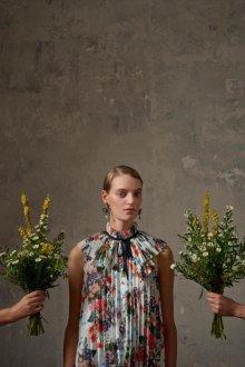 Блузка с цветами плиссе