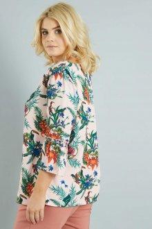 Блузка с цветами для полных