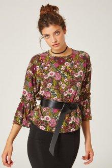 Блузка с цветами и с поясом