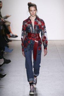 Блузка с цветами прозрачная с вышивкой