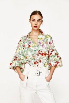 Блузка с цветами и свободными рукавами