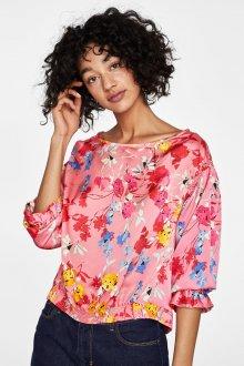 Блузка с цветами розовая атласная