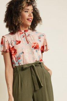Блузка с цветами розовая
