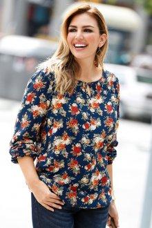 Блузка с цветами и рукавом