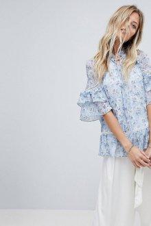 Блузка с цветами и рюшами