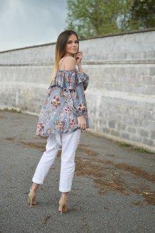 Блузка с цветами серая