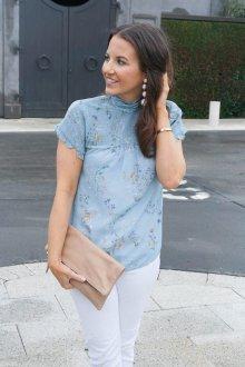 Блузка с цветами шелковая