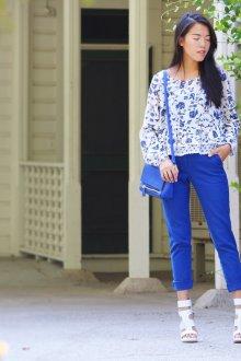 Блузка с цветами синими