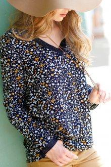 Синяя блузка с цветами