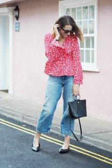 Блузка с цветами стильная