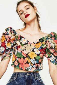 Блузка с цветами укороченная