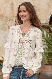 Блузка с цветами весенняя