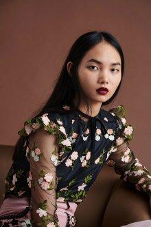 Блузка с цветами и воланами