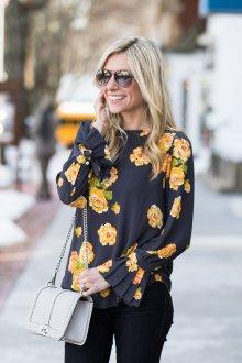 Блузка с цветами желтыми