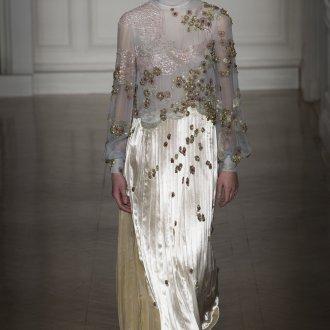 Блузка с цветами золотыми
