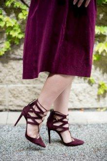 Бордовые туфли с разрезами