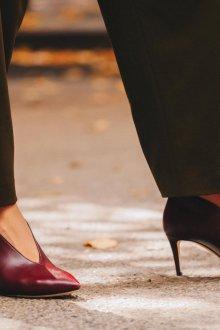 Бордовые туфли тенденции