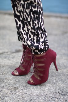 Бордовые туфли весенние