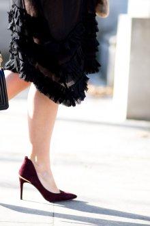 Бордовые туфли с золотым декором