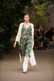 Повседневное платье в бельевом стиле