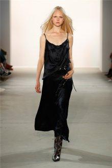 Повседневное платье длинное черное