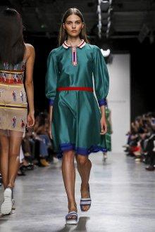 Повседневное платье с рукавами фонариками зеленое