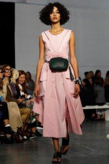 Повседневное платье геометрическое розовое
