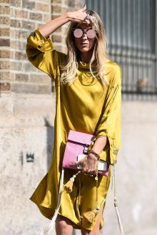 Повседневное платье желтое атласное