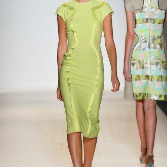 Повседневное платье желтое