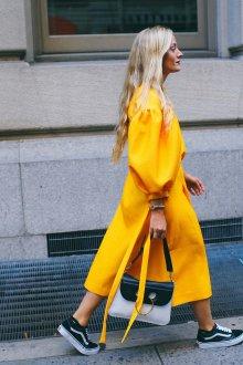 С чем носить кеды брендовые