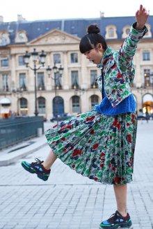 С чем носить кеды модные разноцветные