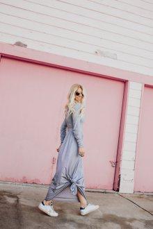 Кеды с длинным платьем