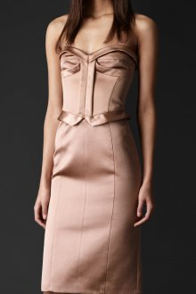 Бежевое платье в бельевом стиле атласное