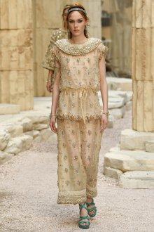 Бежевое платье с бисером
