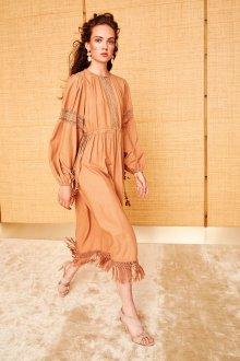 Бежевое платье в стиле бохо