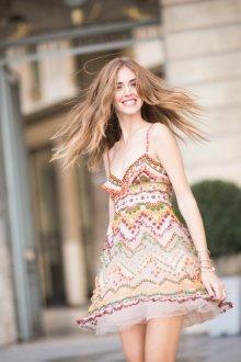 Бежевое платье с декором