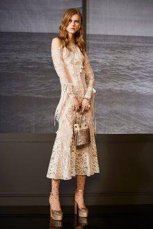 Бежевое платье кружевное миди