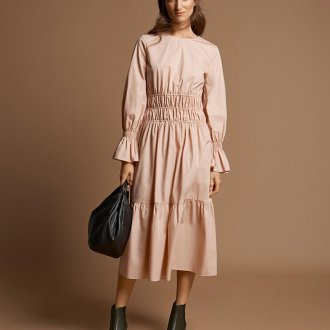 Бежевое платье с рукавами миди