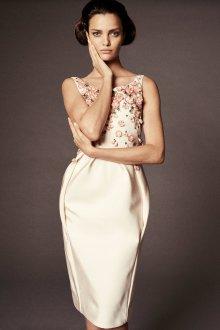 Бежевое платье объемное