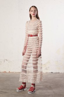 Бежевое платье с оборками