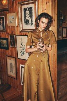 Бежевое платье шелковое с вышивкой