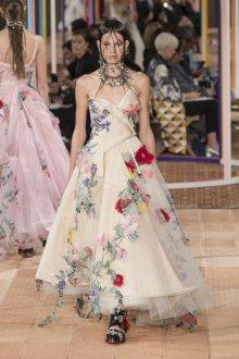 Бежевое платье свадебное цветочное