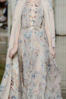 Бежевое платье свадебное с цветами