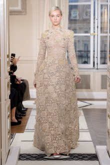 Бежевое платье свадебное кружевное