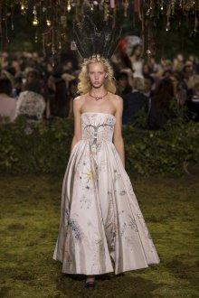 Бежевое платье свадебное с принтом